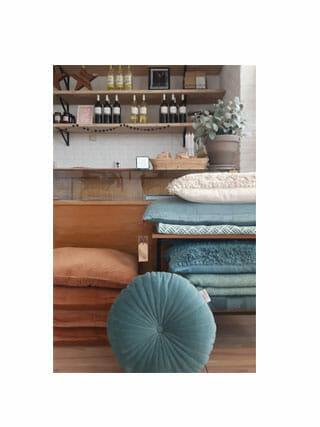 Kussen noor velvet aqua cocoon concept store for Cocoon kussen