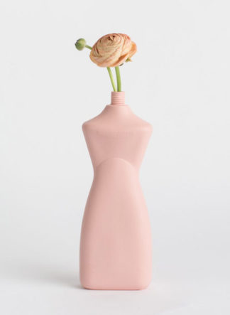 roze vaas van porselein plastic fles