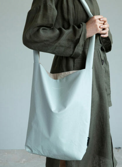 chalk blue feel good bag tinne en mia
