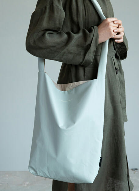 chalk blue feel good bag tinne en mia