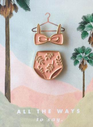 Pink Swimsuit pin op kaart