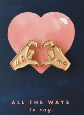 hands of love pin op kaart